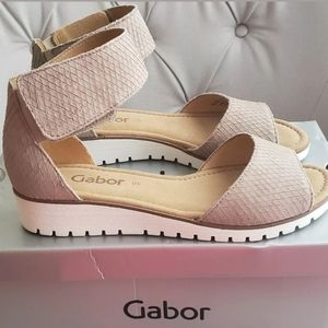 (NIB) GABOR Textured Leather Wedge Ankle Strap Sna